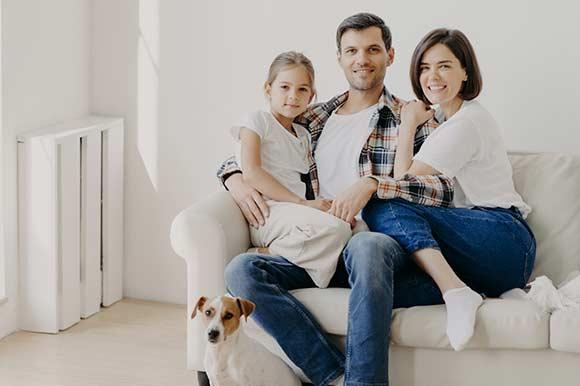 familia en su piso